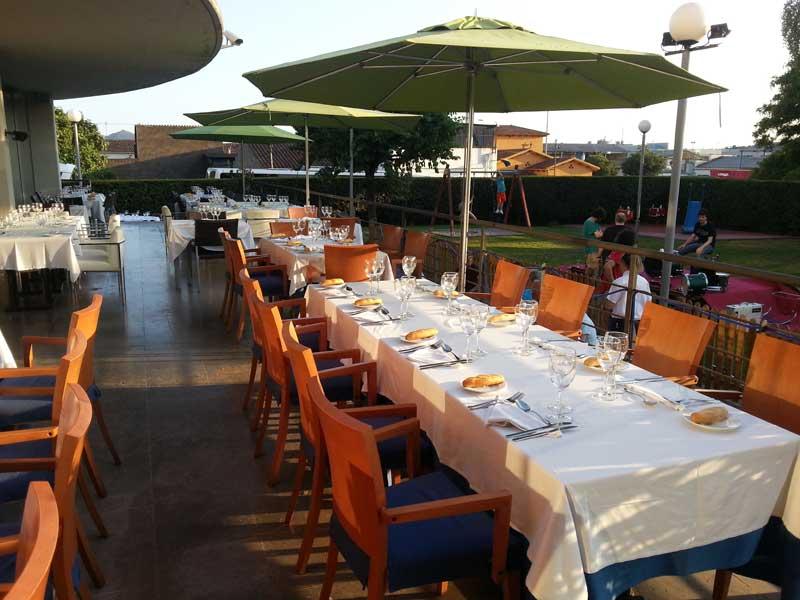 Cenas en terraza restaurante La Gran Olla